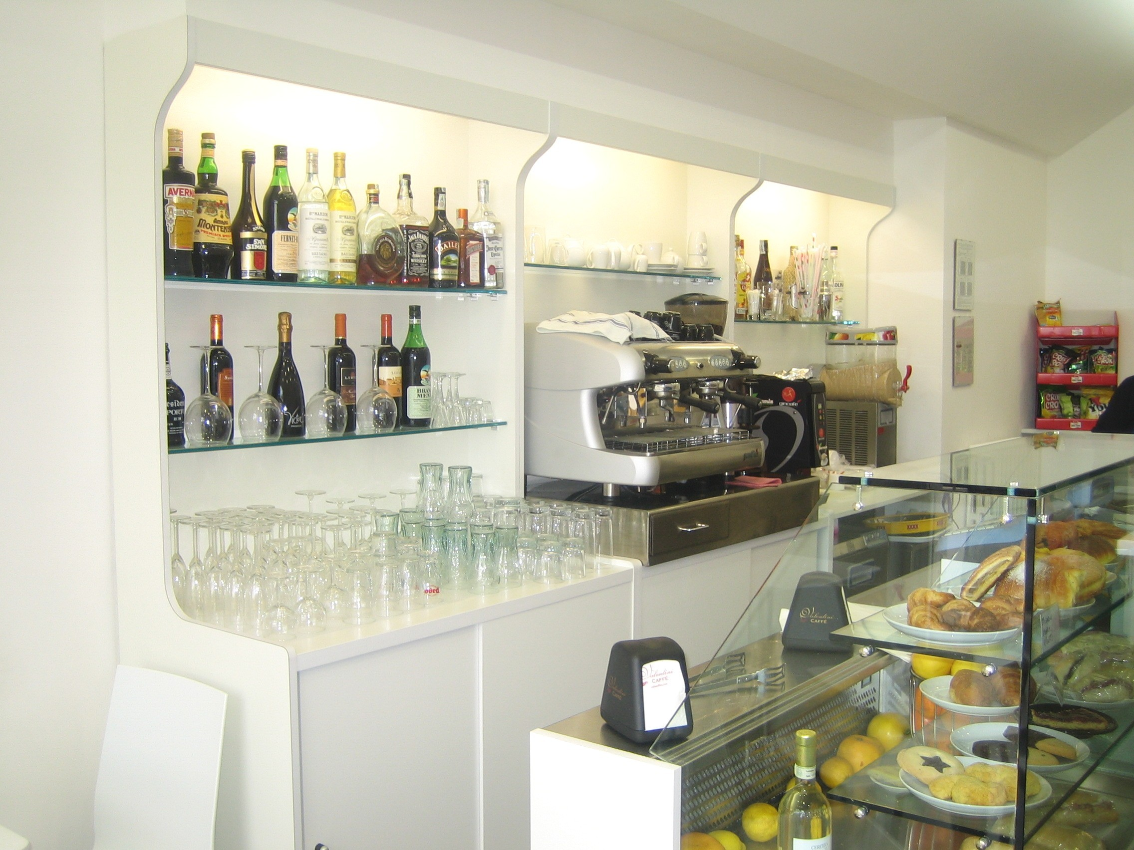 Banchi bar produttori banchi bar grezzi e rivestiti for Arredamento bar moderno prezzi