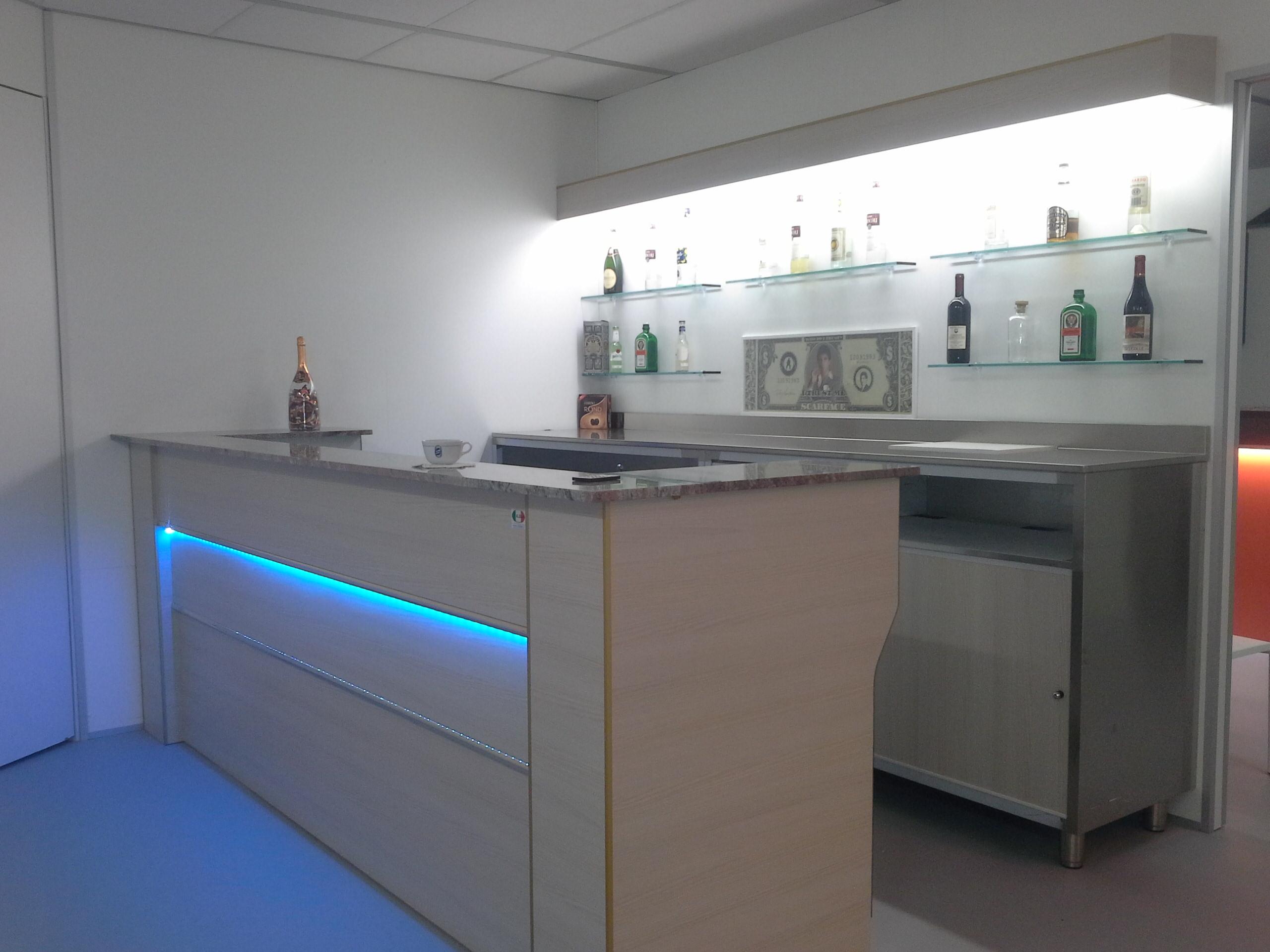Banchi bar produttori banchi bar grezzi e rivestiti for Arredamento pasticceria prezzi